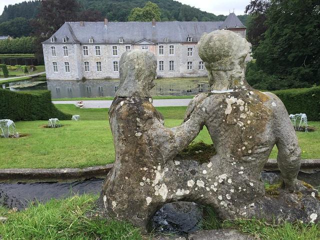 standbeeld van een vrouwelijk echtpaar